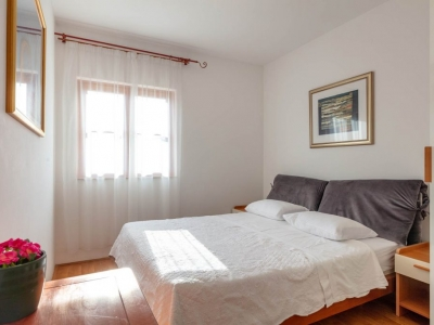 Double-bedded room at Villa Liza