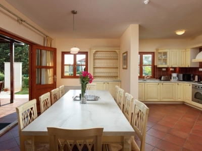 Kitchen and dining room on the ground floor of Villa Liza